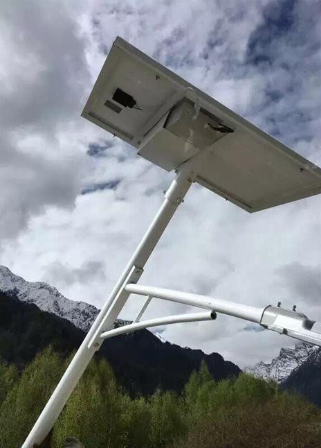 新疆太阳能路灯施工案例